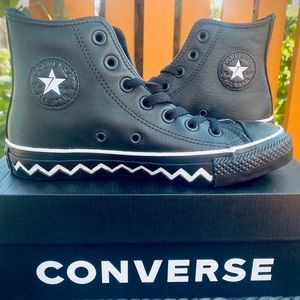 Converse Chuck Taylor Leather Sneakers | 5.5W